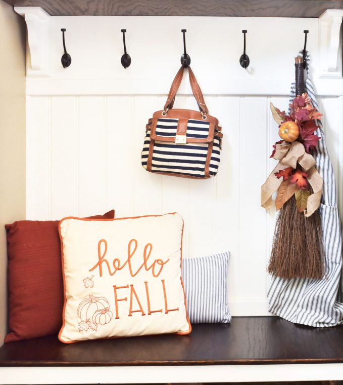 Fall decor ideas for your entryway.