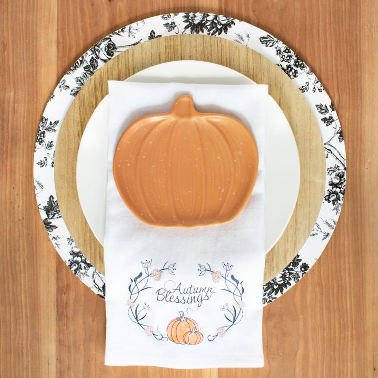 How to make DIY plate chargers with dollar store items. This fall craft will make your thanksgiving table beautiful and it's budget friendly.