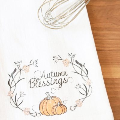 DIY FALL TEA TOWELS WITH HEAT TRANSFER PAPER, FREE CUT FILE AND PRINTABLE
