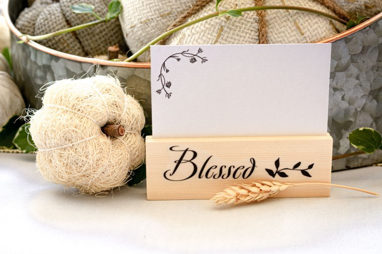 Place cards with holders for the fall and Thanksgiving season.