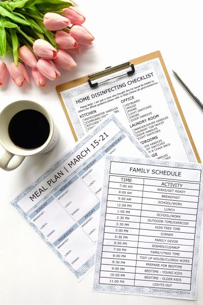 Free editable printable templates to keep organized while your kids are home, includes weekly meal plan, family schedule and cleaning checklist.