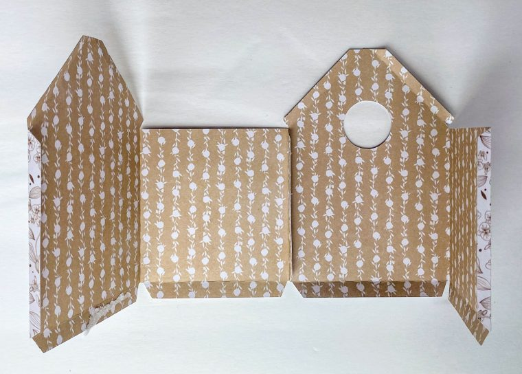 How to assemble DIY paper birdhouses.
