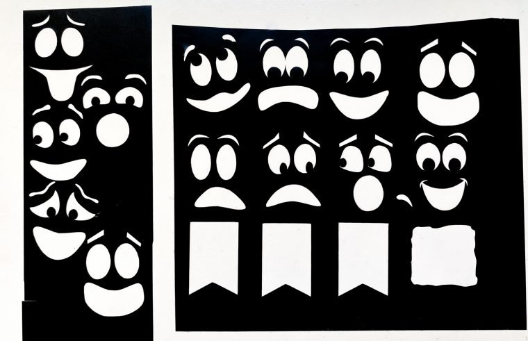 Free Clipart file with vinyl cutouts for your cute ghost faces.