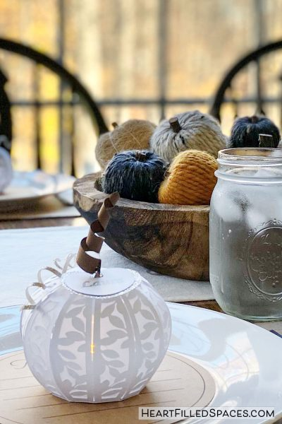 Inexpensive and simple Thanksgiving table setting and decorations.