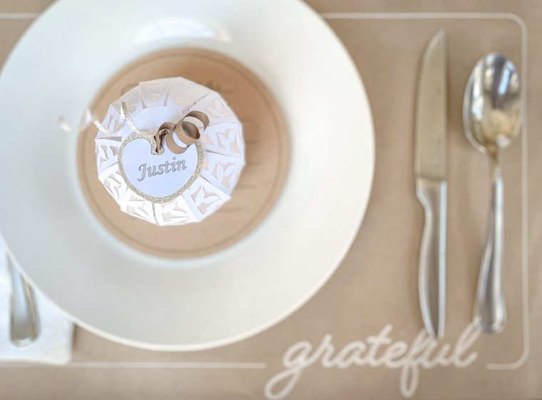 DIY Thanksgiving place setting crafts.