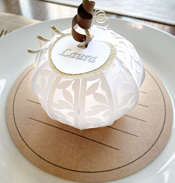 Paper pumpkin place cards as DIY table decorations.