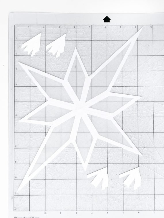 How to cut a Christmas star with a Cricut.